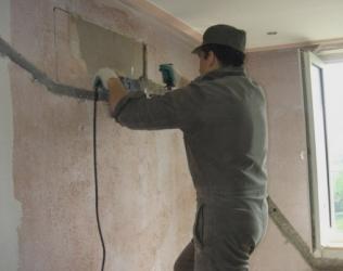 Как штробить кирпичную и бетонную стену под проводку: способы