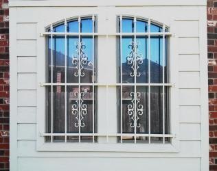 Установка решетки на окна своими руками