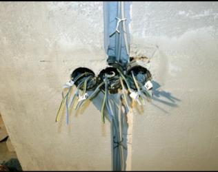 Скрытая электропроводка - достоинства и недостатки
