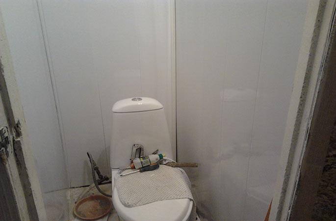 Монтаж пластиковых панелей своими руками в туалете