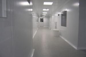 Двери для поликлиники должны соответствовать высоким требованиям безопасности